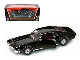 Road Signature Collection 1966 Oldsmobile Toronado 1:18